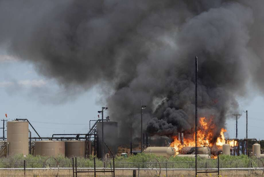 A fire erupted 05/26/2020 a oil and gas tank area off E CR 140, just east of S CR 1140. Fire crews on the scene let the fire burn itself out after flares were ignited to burn off the product. Tim Fischer/Reporter-Telegram Photo: Tim Fischer/Midland Reporter-Telegram