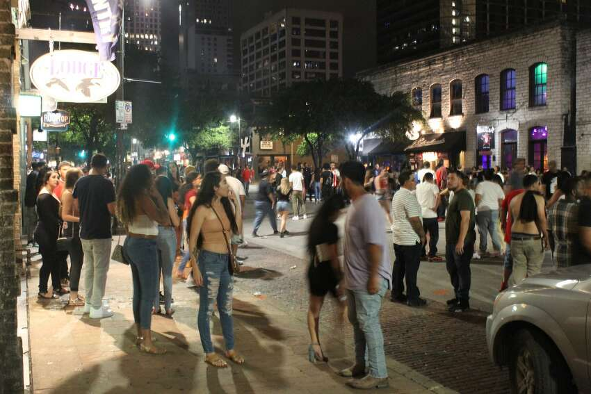 Blount tweeted photos on his Twitter account at 3 a.m. last Saturday, writing that he counted more than a thousand people on Austin's Sixth Street.