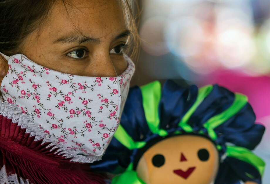 In general, a cloth mask should be washed after every time it's used. Photo: Claudio Cruz, AFP Via Getty Images