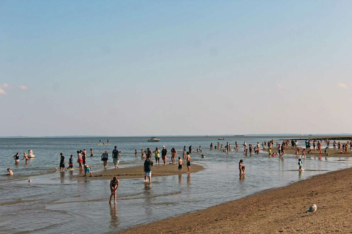 Summer rules go into effect at the town's beaches with the arrival of Memorial Day weekend. >>Click through to see 10 things you can and can't do this summer.