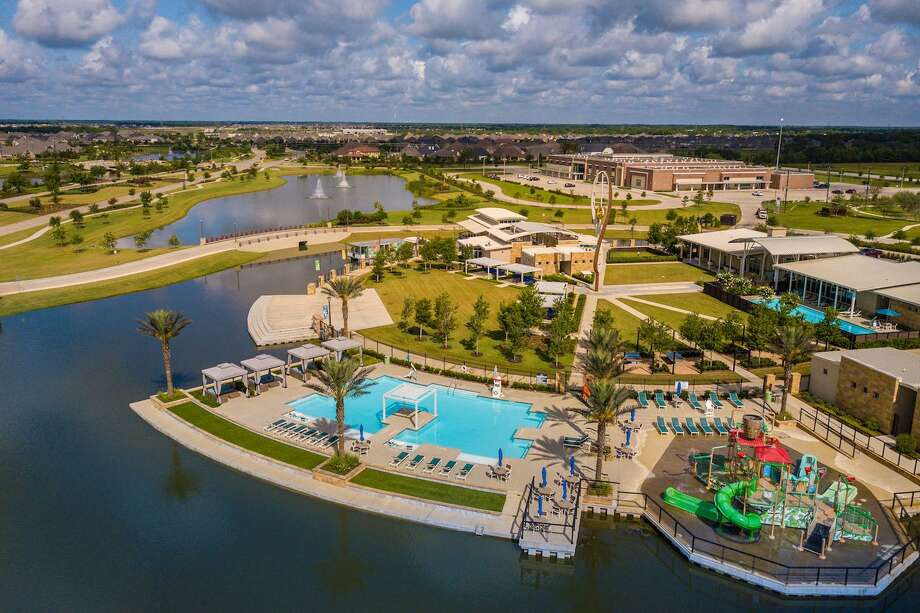 Meridiana residents enjoy year-round fitness and recreation in the community's lakefront Oasis Village.