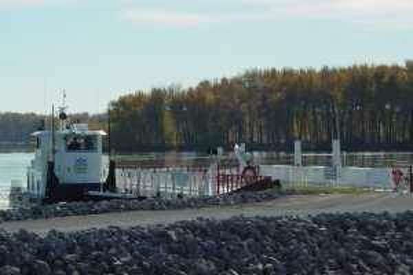 The Grafton Ferry will resume operation Friday betweem Grafton and St. Charles, Missouri. It's open Friday through Sunday.