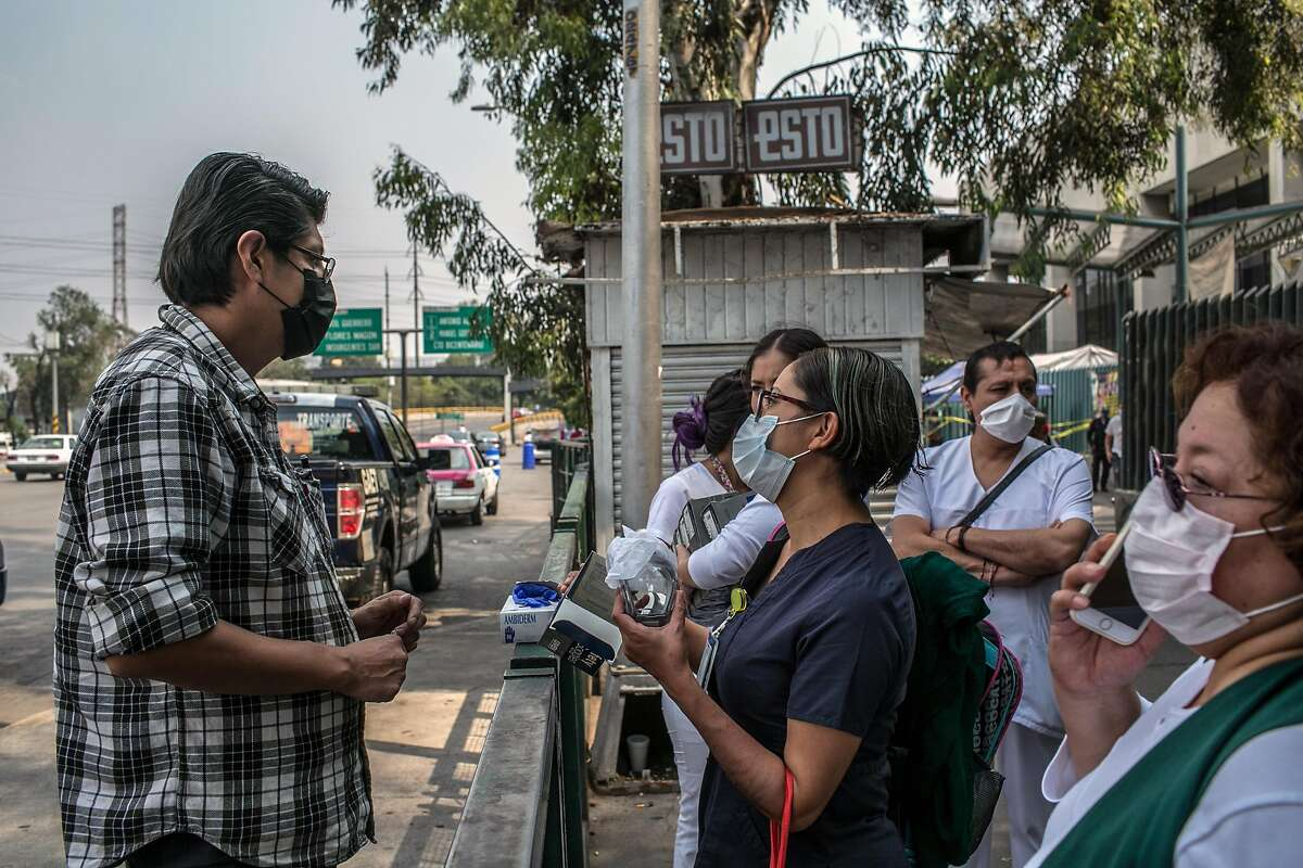 Ivette Díaz, center, an intensive care nurse at La Raza Hospital, buys safety goggles and latex gloves from a street vendor in Mexico City on May 14, 2020. Years of neglect has already hobbled Mexico's health care system, leaving it dangerously short of doctors, nurses and equipment to fight a virus that has overwhelmed far richer nations. (Meghan Dhaliwal/The New York Times)