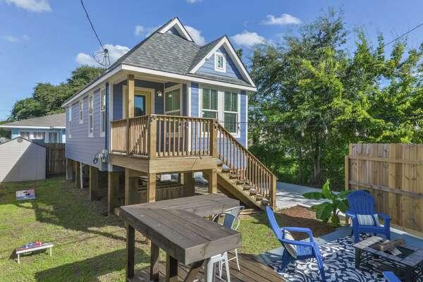 """Plum Tiny House"" Average price per night: $145 Sleeps: 4 Average price per person: $36"