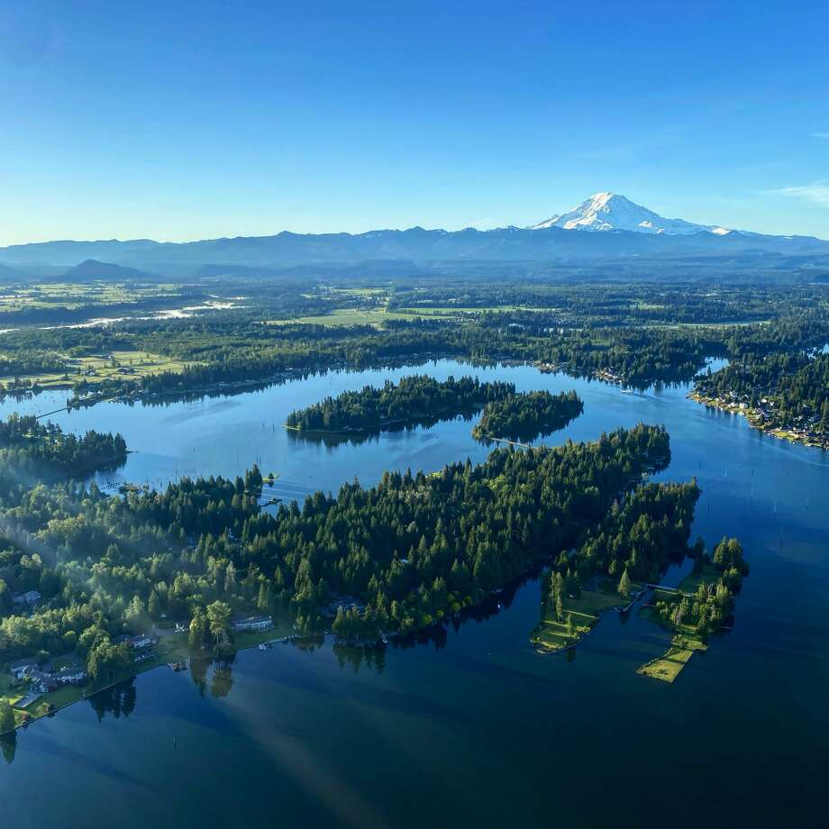 A view from a Seattle Ballooning flight looks over Mt. Rainier. Photo: Courtesy Seattle Ballooning