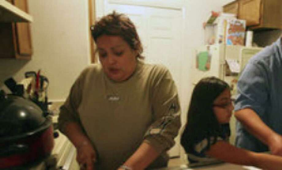 Rachel and Michael Silva, both of whom have jobs, recently sought food assistance for themselves and their daughter for the first time. Here, a week after Thanksgiving, they prepare dinner using turkey left over from the holiday.