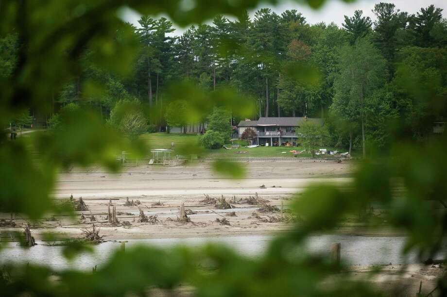 A barren, muddy Sanford Lake is seen from the home of Bill Huss Thursday in Sanford. (Katy Kildee/kkildee@mdn.net)