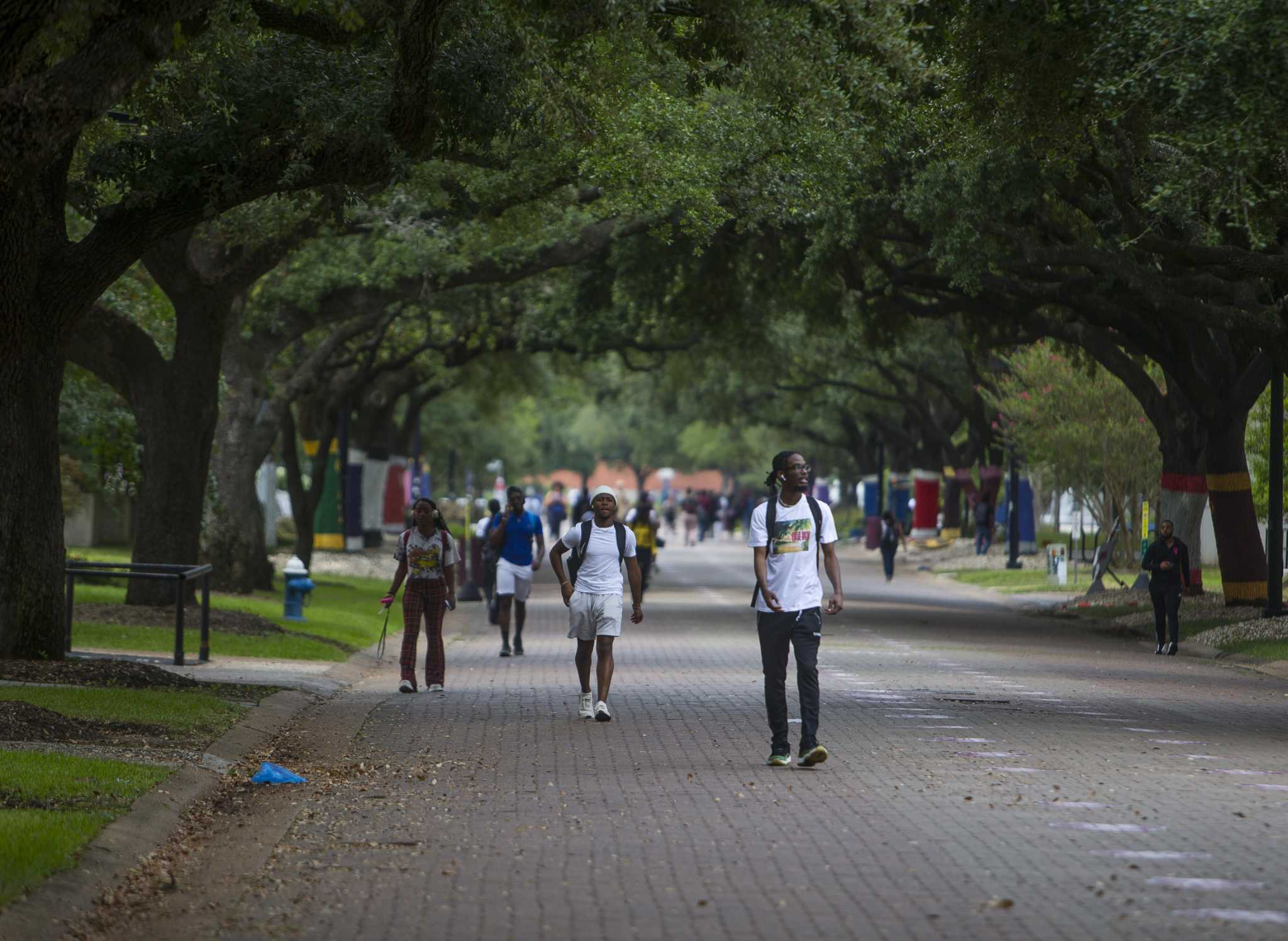 Texas Southern University's board of regents will discuss increasing GPA requirements and waiving test scores in a special board meeting Monday.