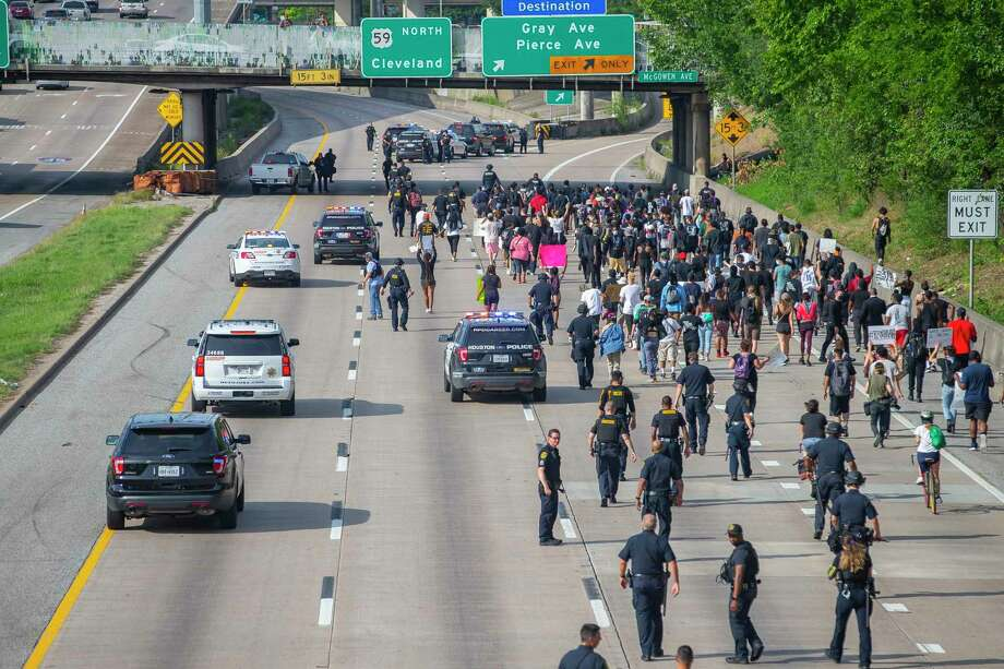 Protestors march northbound on 288 towards the Gray and Pierce Avenue exit during a protest related to the death of George Floyd, a Houston native, who was killed in police custody in Minnesota earlier this week, during a series of demonstrations in downtown Houston Friday, May 29, 2020. Photo: Mark Mulligan, Staff Photographer / © 2020 Mark Mulligan / Houston Chronicle