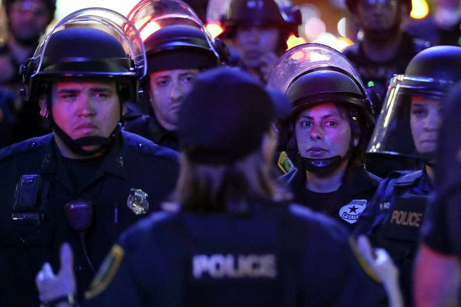 Houston Police prepare to gather protesters at the intersection of Main Street and McKinney on Friday, May 29, 2020, in Houston. Tensions erupted following a downtown rally over George Floyd's death earlier in the afternoon.