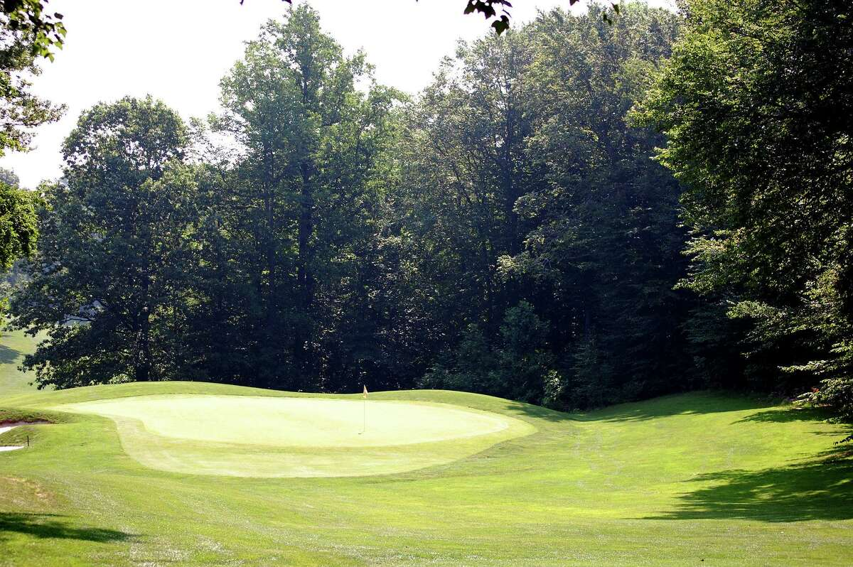 The fourth hole at Oronoque Country Club in Stratford. Oronoque CC will host a Connecticut Amateur qualifier on June 2.