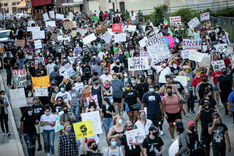 People took to the streets in downtown San Antonio, Texas, U.S. on Saturday, May 30, 2020 to protest the killing of George Floyd in Minnesota while he was in police custody. Photo: Matthew Busch, Contributor / For The San Antonio Express-News / **MANDATORY CREDIT FOR PHOTOG AND SAN ANTONIO EXPRESS-NEWS/NO SALES/MAGS OUT/TV