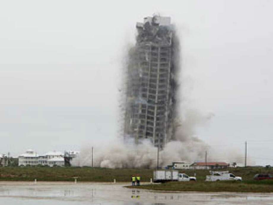 Leaning South Padre Tower Turned Into 55 000 Tons Of