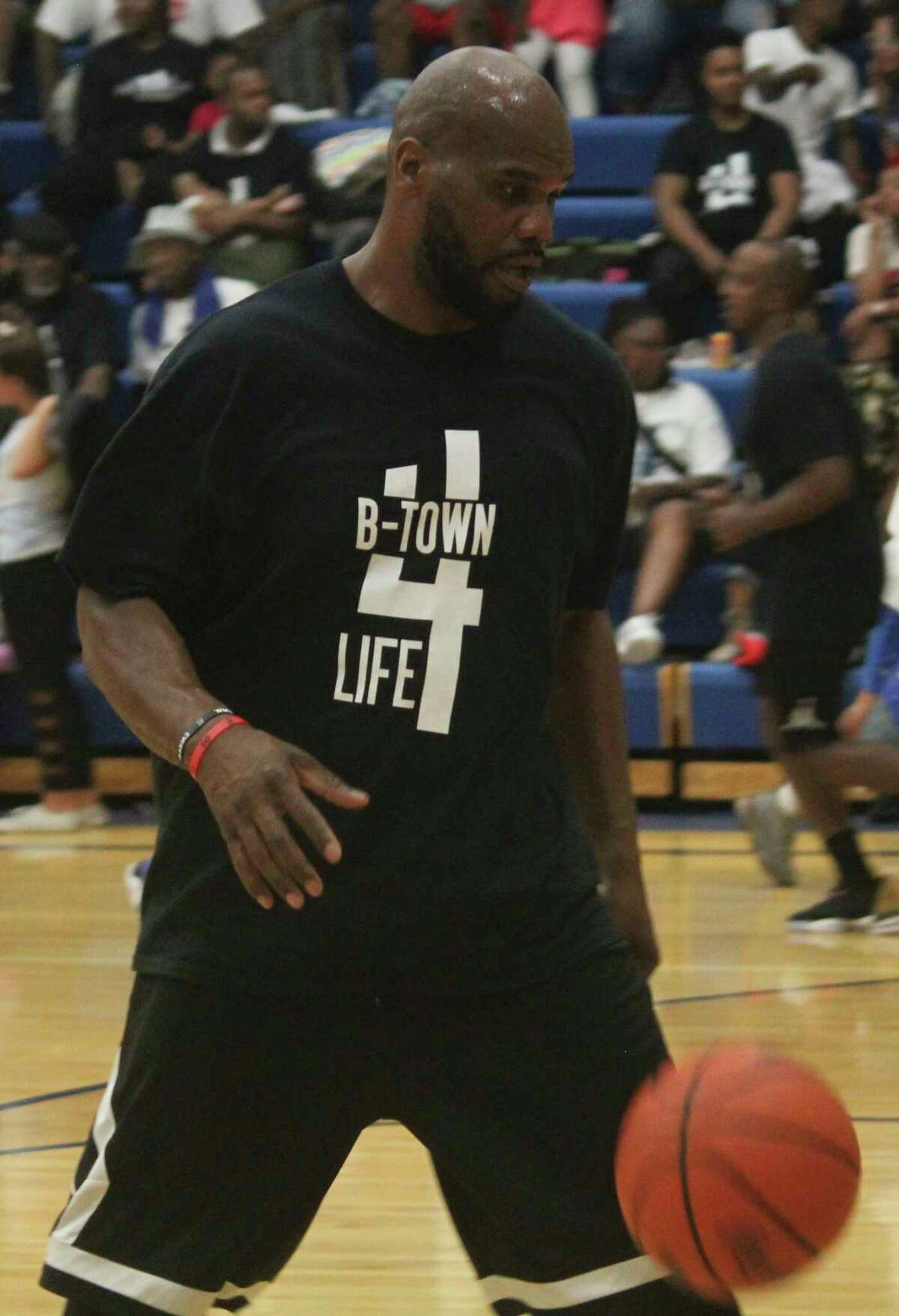 Donte Hill warms up during a Baldwin alumni basketball team during a past summer. (PIoneer file photo)