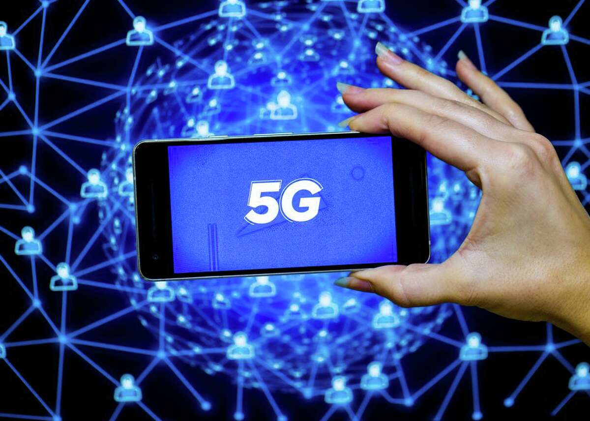 From Apple to Samsung: 5G phones available right now Last year, major carriers kicked off their5G deploymentin earnest and you'll continue to see 5G phones being released this year and next. In the US, 5G is currently live in select cities for Verizon, AT&T, T-Mobile and other regional carriers. The 5G networks forall four major carriers in the UKare live too.Most people will likely experience the benefits of a robust 5G network only through a 5G smartphone. After all, the grand promises carriers and chipmakers are making with 5G coverage don't mean much if you can't access 5G service with your own device after the 5G rollout. To help you keep tabs on all the latest 5G phones, here's what major phone makers are offering.
