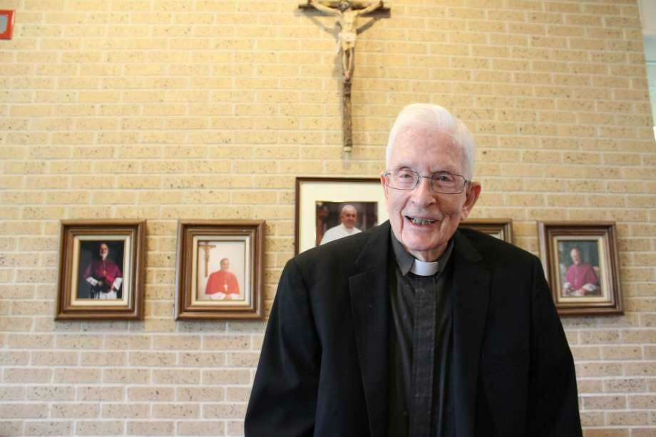 Parishioners at Friendswood's Mary Queen Catholic Church are remembering the life of the Rev. Maurice Linehan, 94, who died May 14 in Connecticut. The longtime priest at the Friendswood church, shown in 2019, died of complications related to the novel coronavirus, church receptionist/secretary Anita Shorosky said. Photo: Yvette Orozco / Staff Photo