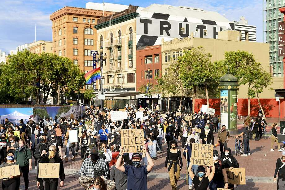 Demonstrators march in San Francisco on Sunday, May 31, 2020, protesting the death of George Floyd, who died after being restrained by Minneapolis police officers on May 25. Photo: Noah Berger, Associated Press