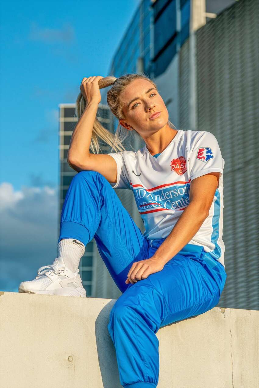 Houston Dash midfielder Kristie Mewis in the team's new alternate uniforms, which pay tribute to the Houston Oilers.