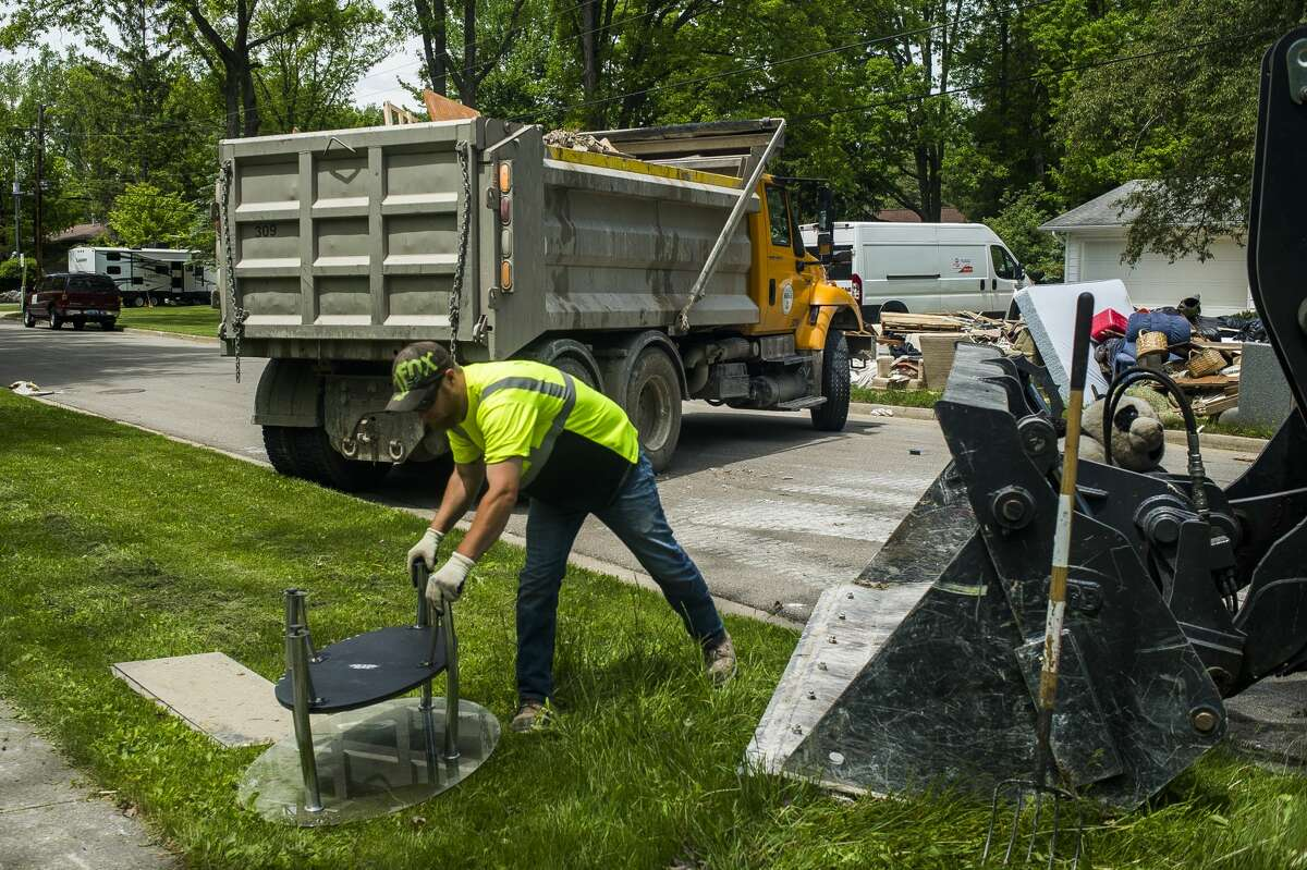 Clean up efforts after the flood continue on some of Midland's hardest hit streets Monday, June 1, 2020. City crews continue to make heavy item pickups to be delivered to the landfill. (Katy Kildee/kkildee@mdn.net)