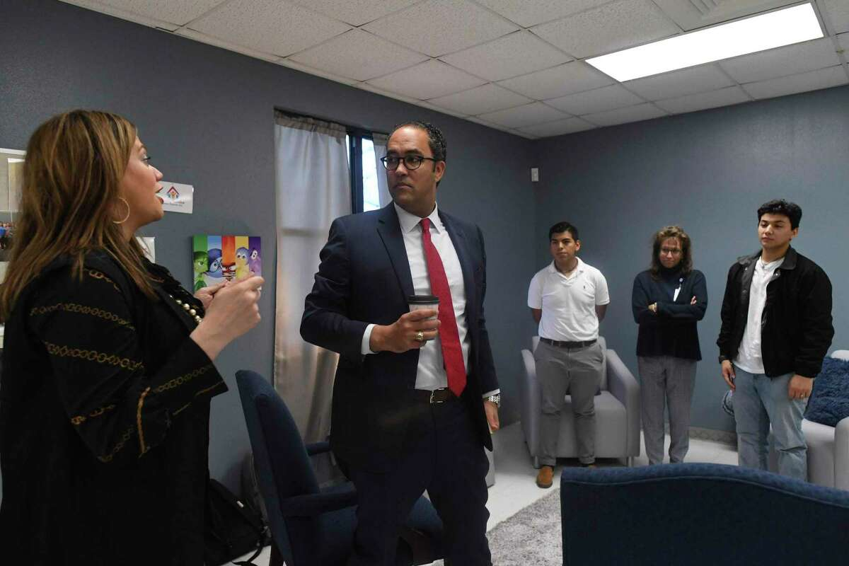 Talli Dolge of Jewish Family Service, left, talks to U.S. Rep. Will Hurd about the San Antonio Mobile Mental Wellness Partnership, which is housed in the annex building of Athens Elementary School, on Feb. 20. The pilot program provides mental health resources to students of the South San ISD.