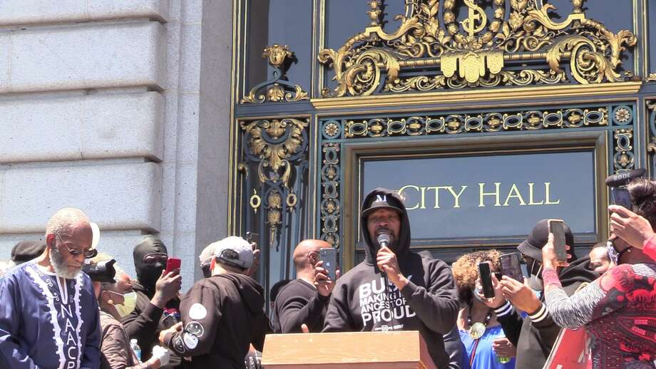 """""""Django Unchained"""" and """"Just Mercy"""" actor Jamie Foxx speaks at """"Kneeling 4 Justice,"""" a rally held at City Hall on Monday afternoon in honor of George Floyd. Photo: Thomas Brown, Wealth And Disparities In The Black Community - Justice 4 Mario Woods"""