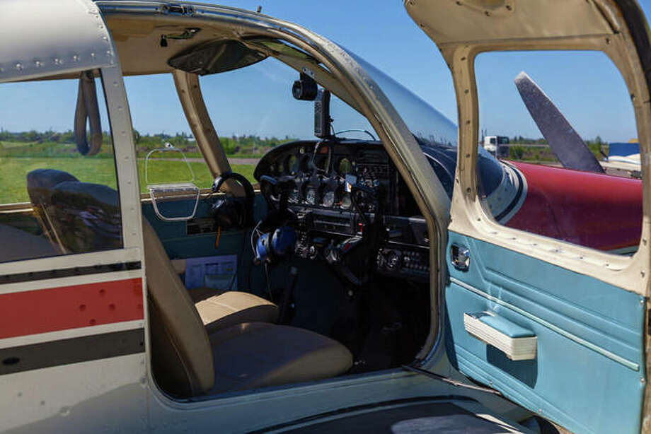 This Piper Cherokee is similar to one that crashed Sunday in Macoupin County, claiming four lives.