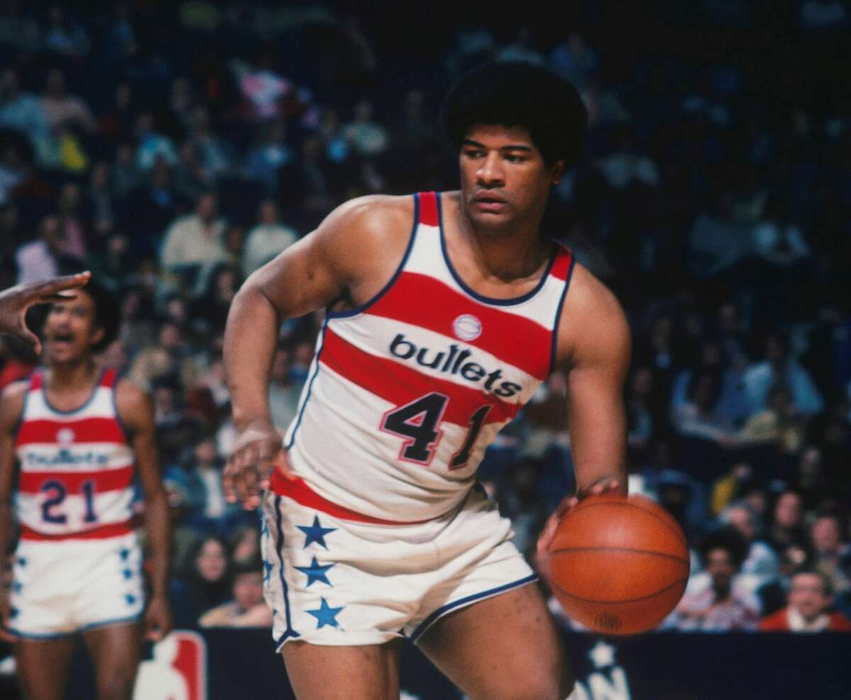 WASHINGTON - 1976: Washington Bullets' Wes Unseld #41 dribbles downcourt during a game at Capital Centre circa 1976 in Washington, D.C.. NOTE TO USER: User expressly acknowledges and agrees that, by downloading and/or using this Photograph, User is consenting to the terms and conditions of the Getty Images License Agreement. (Photo by Focus on Sport via Getty Images)