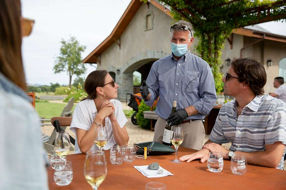 Mark Hanson, owner of Bricoleur Winery, talks with patrons as they taste wine. Photo: Brittany Hosea-Small / Special To The Chronicle