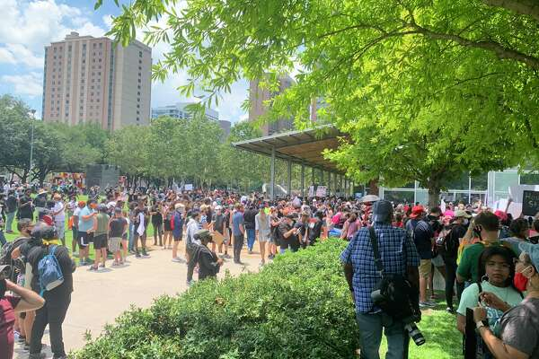 The crowd size at Discovery Green, about 45 minutes before the #GeorgeFloyd march is scheduled to start. (Jasper Scherer/The Houston Chronicle)