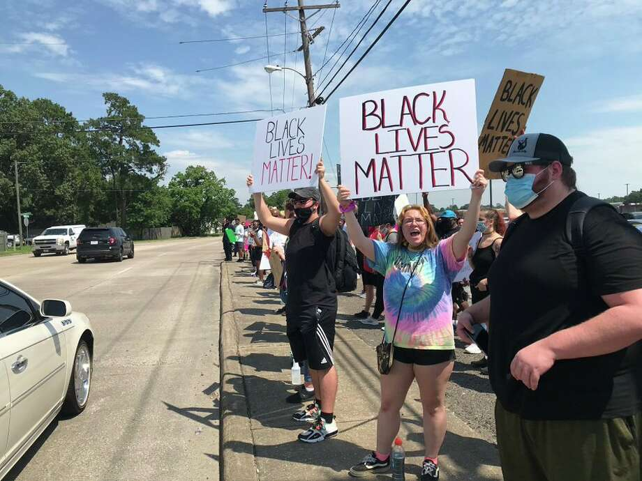 Protestors gather near the intersection of East Lucas and Concord Road Tuesday, June 2, 2020.  Photo: Kim Brent/The Enterprise Photo: The Enterprise