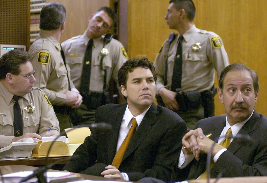 Scott Peterson, left, sits with his attorney Mark Geragos, right, during arraignment proceedings in Stanislaus Superior Court in Modesto, Calif., Wednesday morning, Dec. 3, 2003. Photo: Bart Ah You, AP
