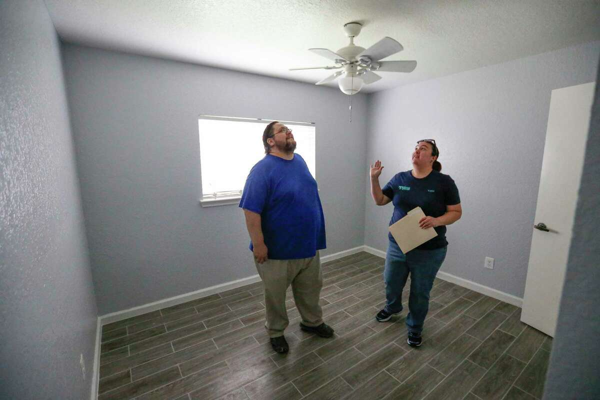 Real estate experts recommend entering a rental just one or two people at a time to avoid overcrowding spaces on tours during the pandemic. Teresa and Derrick Mercer check out each room of their new rental home Saturday, Sept. 29, 2018, in Houston.
