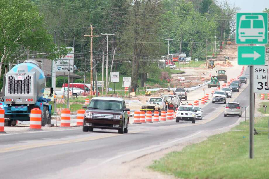 Traffic navigates the construction zone on US-31 on Thursday afternoon. (Photo/Robert Myers)