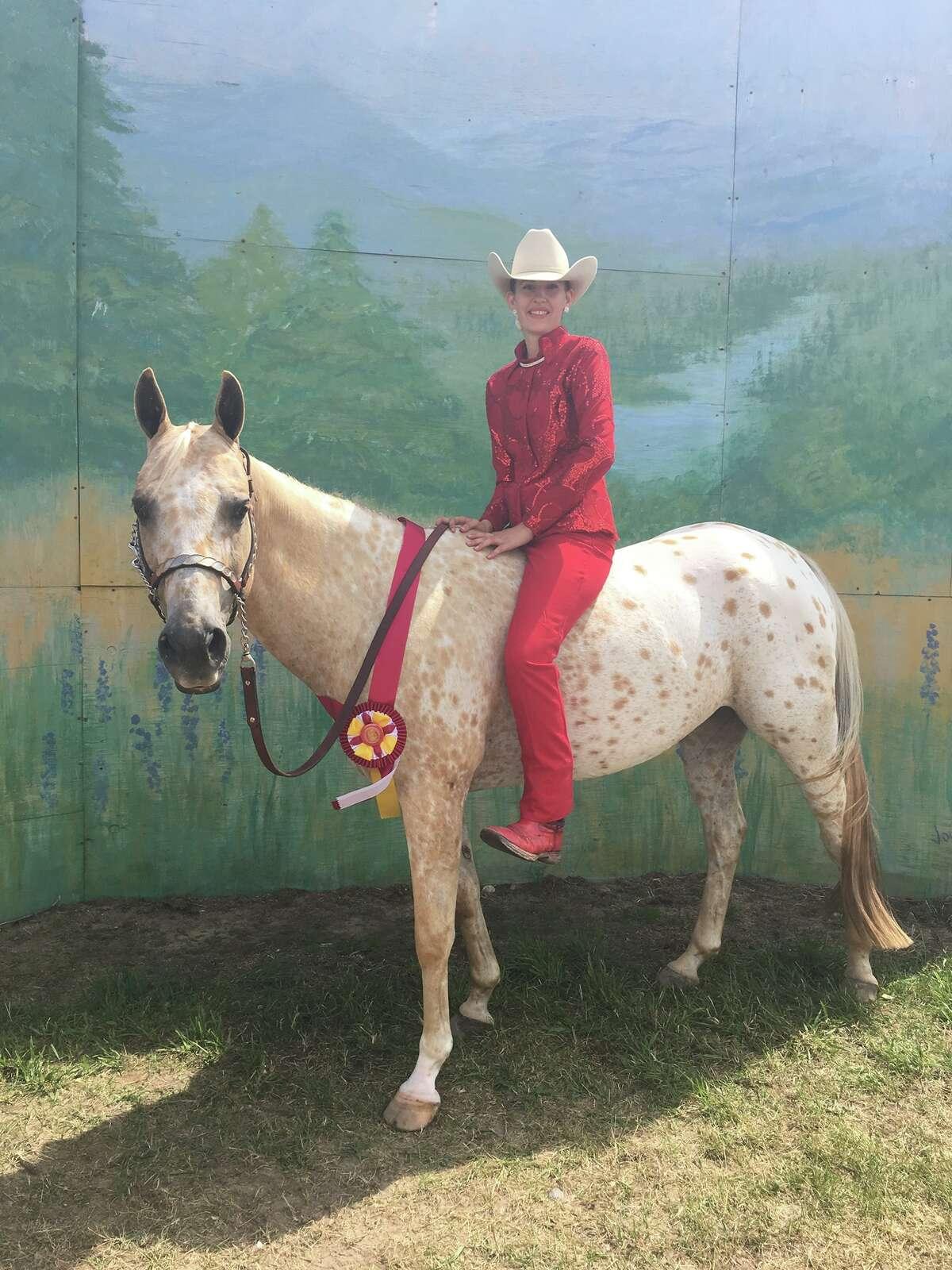 Samantha Veltema - Hats to Hooves. Samantha shows a pony.