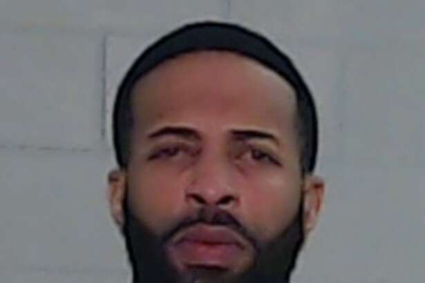 Ronnie Orlanda Bailey, 32, been charged with robbery, a second-degree felony.