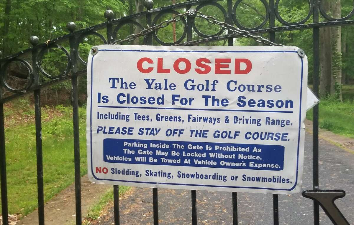The sign to the Yale Golf Course in New Haven indicating the course is closed.