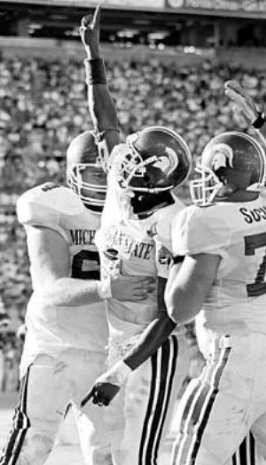 Plaxico Burress (center) celebrates with Spartans teammates after a TD at the 2000 Citrus Bowl.