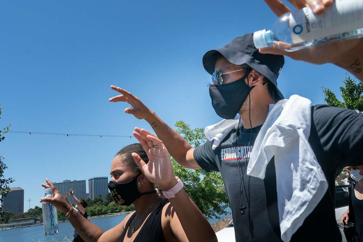 Stephen Curry with wife Ayesha march around Lake Merrit with other Warriors like Klay Thompson, Kevon Looney, and Damion Lee protest the killing of George Floyd by Minneapolis Police on Wednesday, June 3, 2020 in Oakland, Calif.