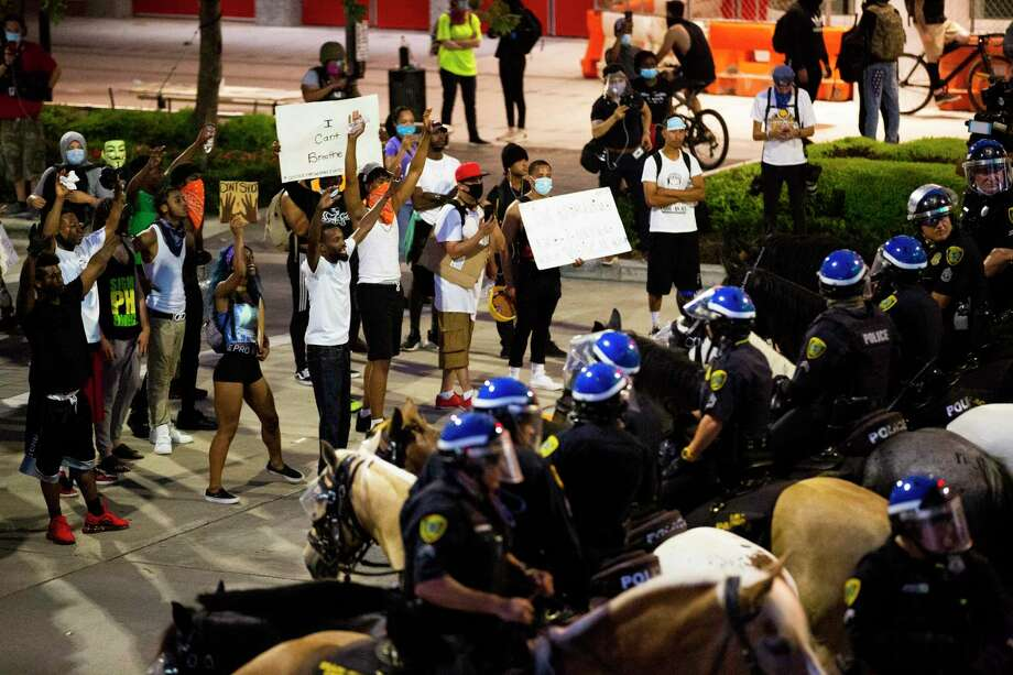 Houston Police Department Mounted Patrol line up in front of the George R. Brown Convention Center during the fifth night of protests across the nation sparked by the death of former Houston resident George Floyd. Photo: Marie D. De Jesús, Houston Chronicle / Staff Photographer / © 2020 Houston Chronicle