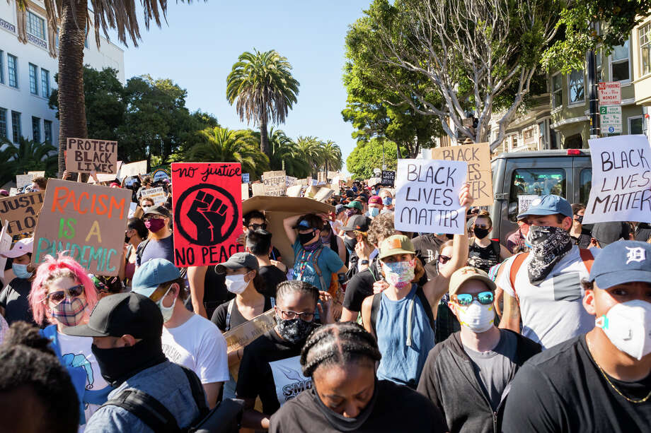 Thousands marched through the Mission on June 3, 2020, in protest of police brutality. Photo: Patricia Chang / SFGATE / Patricia Chang