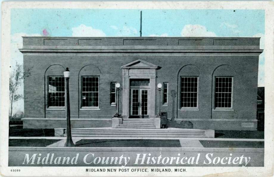 The Post Office building on Gordon and Main streets in 1924. (Photo provided)