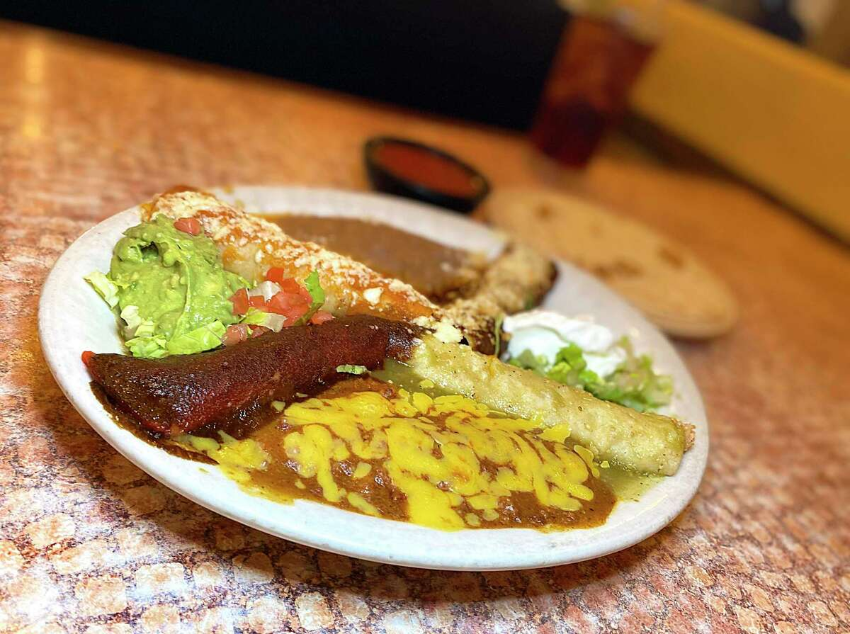 LOS BARRIOS MEXICAN RESTAURANT Los Barrios is offering a skinny margarita kit while supplies last. The restaurant will also have taco trays, fajita specials and a snacking platter to take for the family.