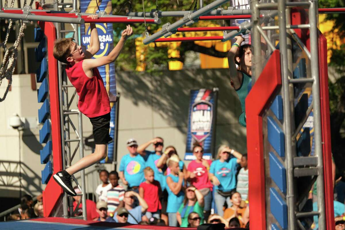 AMERICAN NINJA WARRIOR JUNIOR -- Age Group 11-12 Qualifying -- Pictured: (l-r) -- (Photo by: Tyler Golden/Universal Kids)
