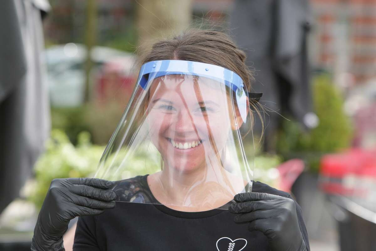 A reader discovers that she can wear a face shield instead of a mask at the airport and on a the plane. Chris has answers to more questions ...