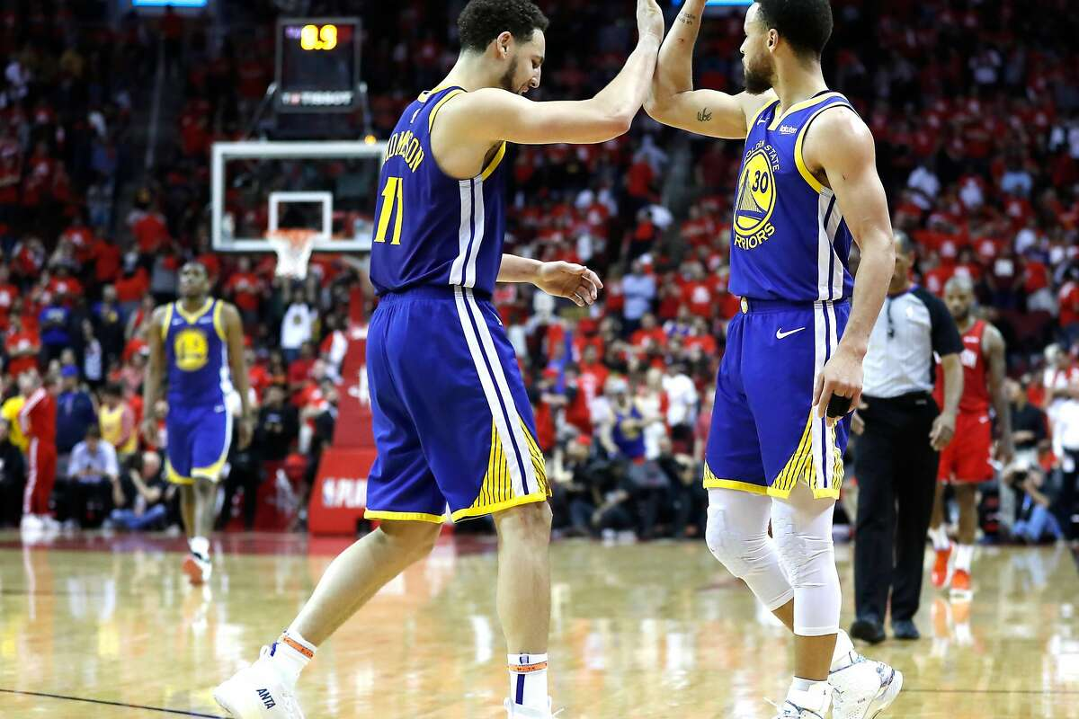 Curry and Thompson high-fiving