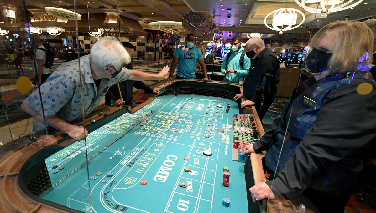 Officials for Las Vegas Sands are still pushing to allow casinos in Texas, even after momentum for the idea seemed to slow in recent weeks.