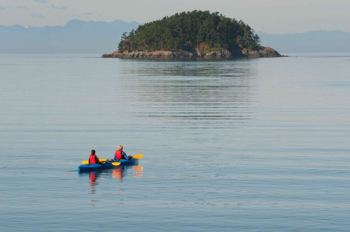Alongside equally sea-loving friends, the pair hopped in their sea blue seats, and began paddling the yellow vessel beyond the San Juan Islands as the morning seemed to present tranquil waters. The weather on the Salish Sea seemed safe at first, and the couple remained stable and safe in their kayak, propelled by somewhat strong winds. Bouncing atop the waves just moments away from the pair was that of the Lindsey Foss tugboat. The vessel was built in 1993 for the Foss Maritime Company of Seattle. Under the watchful eyes of crew captain, Andy Beeler, and second captain, David Ahrenius, the tugboat became part of the largest tug and towing concern on the West Coast of the United States.