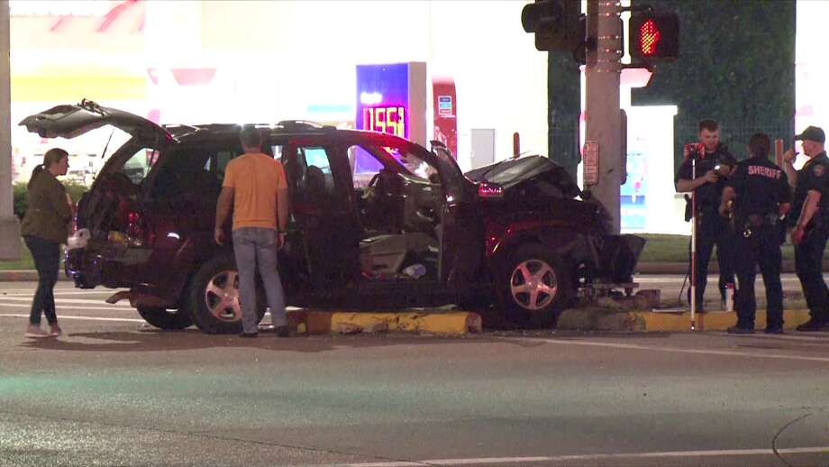 A father is facing charges of felony murder and intoxication assault after crashing his vehicle into a traffic light, killing his 5-year-old daughter and critically injuring his other 4-year-old. Photo: Metro Video Services