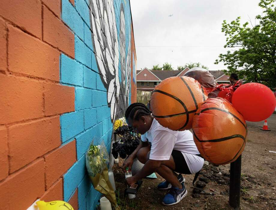 Kim Hewitt lights candles that have been placed at the foot of the mural honoring former Third Ward resident George Floyd. Hewitt grew up with Floyd, who died in custody of Minneapolis Police officers May 25. Photo: Godofredo A. Vásquez, Staff Photographer/Houston Chronicle / © 2020 Houston Chronicle