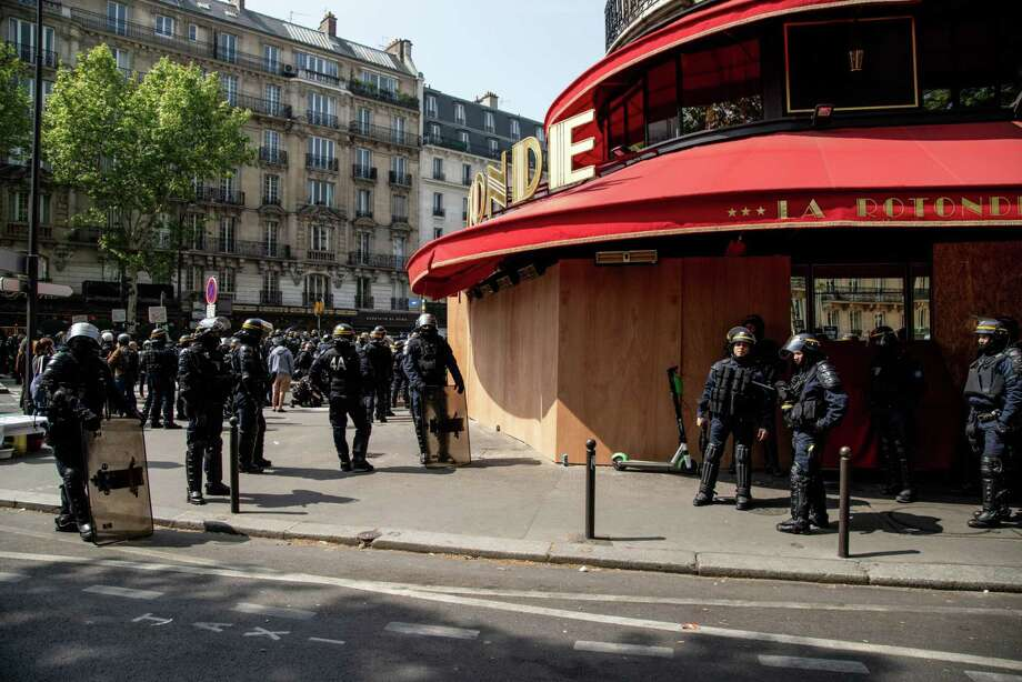 Gendarmes in riot gear stand outside the boarded-up La Rotonde cafe on International Workers' Day in Paris on May 1, 2019. Photo: Bloomberg Photo By Anita Pouchard Serra. / © 2019 Bloomberg Finance LP